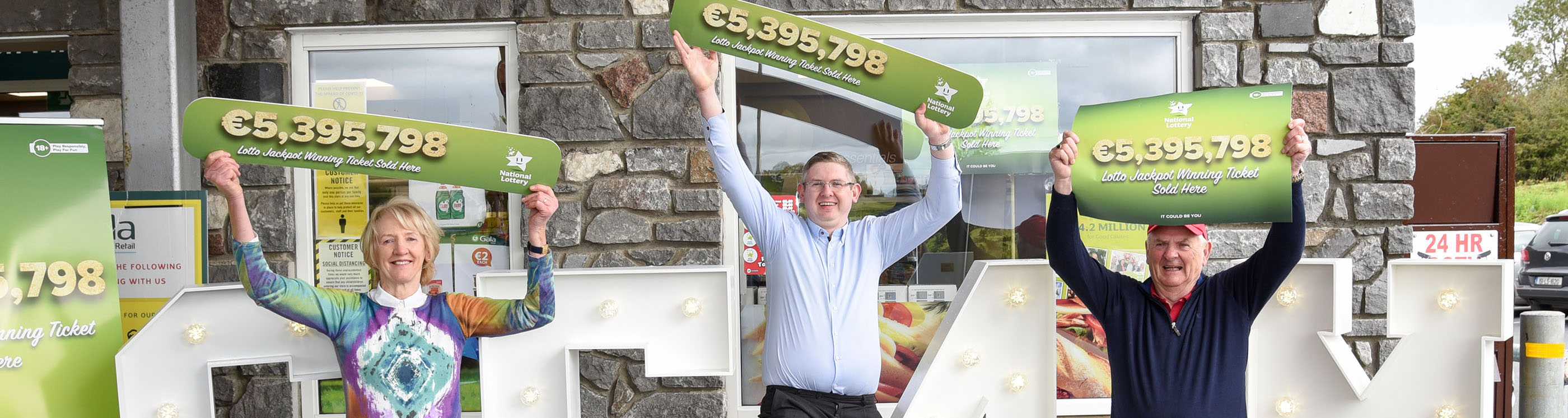 Owner of DeLoughry's Gala service station, Talbot's Inch, Co. Kilkenny with his parents after they sold the winning Lotto ticket